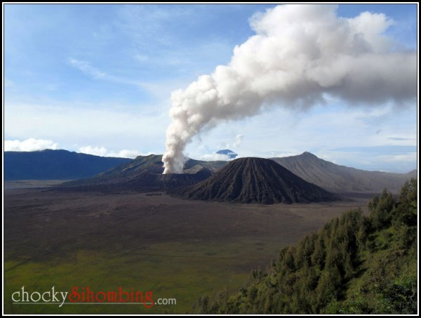 bromo wisata erupsi
