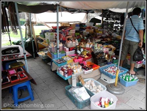 Pasar kosmetik di jalanan - Dongdaemun