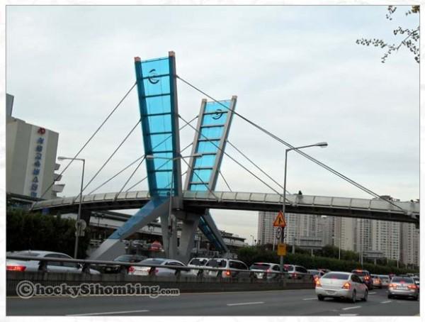 jembatan-penyeberangan-di-seoul