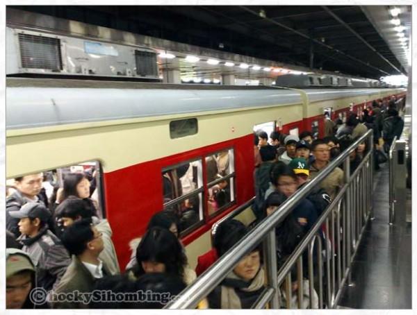 seoul-metro-subway-train