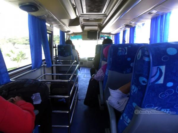 bus-damri-makassar