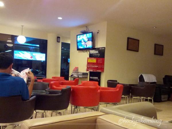 JW-Lounge-Hang-Nadim
