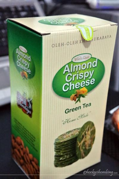 almond crispy khas Surabaya