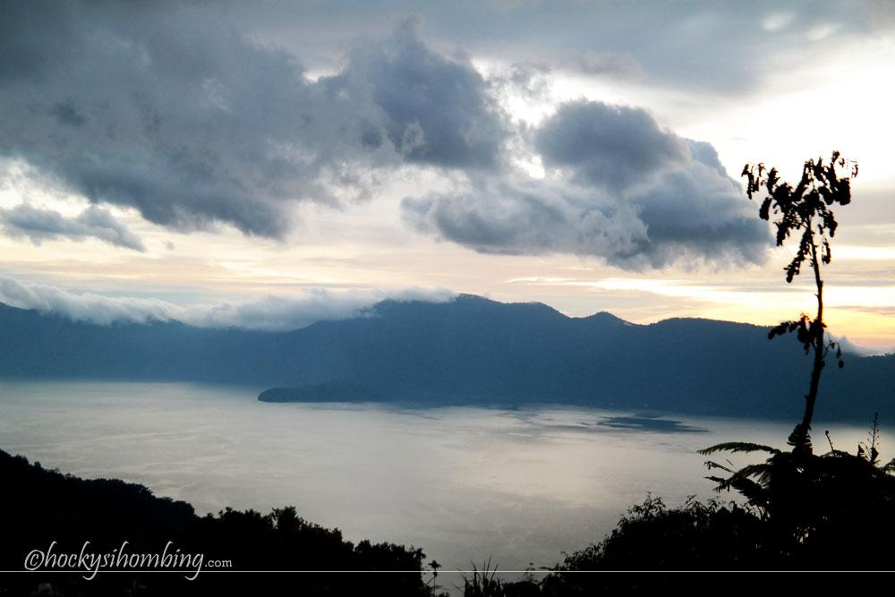 Danau-Maninjau-Sumatera-Barat
