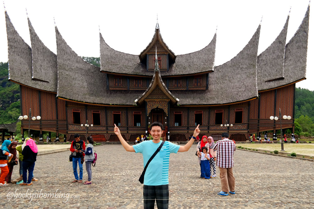 Istana Pagaruyung dari depan