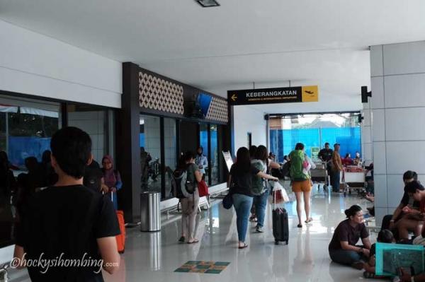 Pintu-Terminal-Keberangkatan