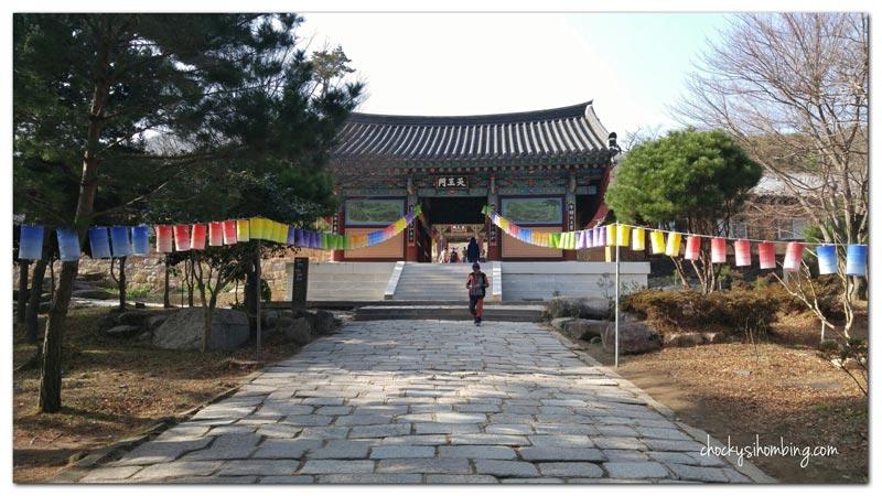 gerbang-beomeosa-temple-busan
