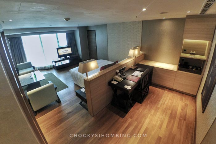 business-suite-room-grand-mercure-roxy-2